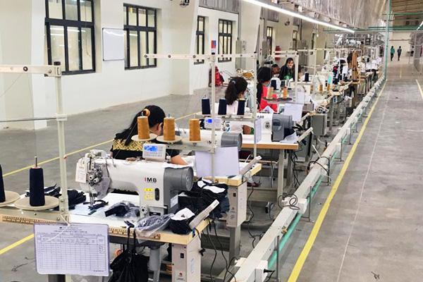 Giám sát sản xuất ngành dệt may da giày